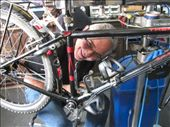 Hernandez alias Gordo, tuning our bikes in Bisono, Manizales: by thefuegoproject, Views[604]