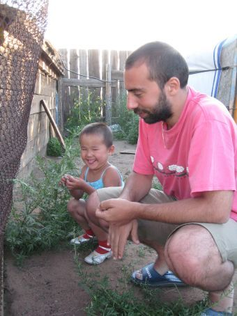 Andreas and little girl chillin' with da chickens.
