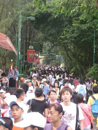 The masses at Ocean Park.  Why did we visit on a Saturday?!