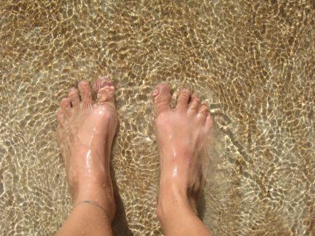 Elizabeth's cute little feet in the water