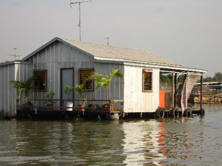 A fine example of one of the floating houses on the river.