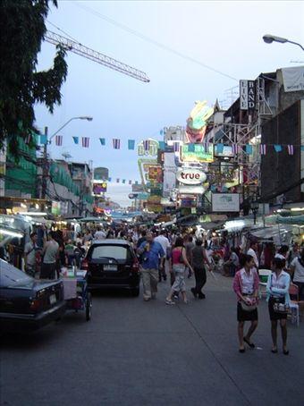 Thanon Khao San - Die Strasse der Backpacker