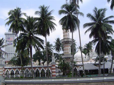 Masijk Jamed Moschee, hinter dem Medaka Square.