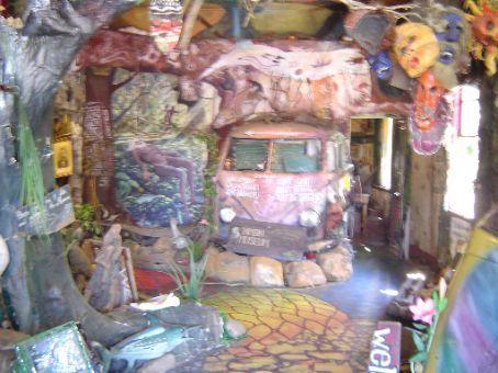 Ein lebendiges Museum, mit Bweohnern in den Hinterraeumen.