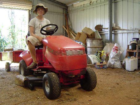 Mein Dienstwagen - Ein komfortabler Rasenmaeher, der es bis auf 10km/h bringt.