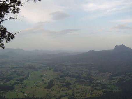 Kilometerweite Aussicht ueber die Caldera der vulkanischen Region um den Mt. Warning.