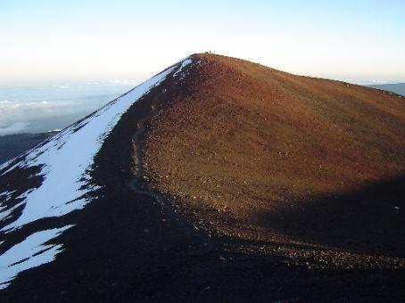 Der Pfad zum Gipfel des Mauna Kea.