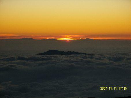 Die Fotos sind diesmal etwas durcheinander - Wir beginnen auf der Spitze des Mauna Kea bei Sonnenuntergang.