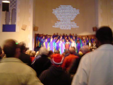 KIRCHE IN DEN USA - Eine Multimedia-Show mit Gesangstalenten. SO bekommt man die Kirche auch voll, Benedikt.