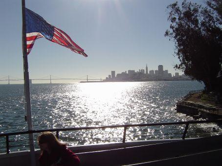 San Francisco an einem warmen, klaren Tag von Alcatraz aus betrachtet.
