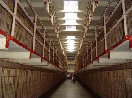 Gang im wohlmoeglich beruehmtesten Gefaengnis der Welt - Alcatraz.