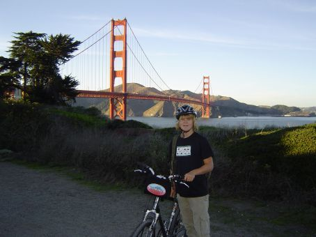 Etwas unglueckliche Frisur, aber das war in dem Moment egal, denn was ist interessanter als mit dem Rad ueber die Golden Gate Bridge in Kalifornien zu radeln?