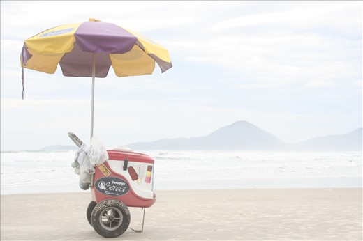 This was a little Ice Cream car in the middle of a deserted beach in off season, although the cloudy and rainy weather I'm still thinking that is a great composition for a picture,