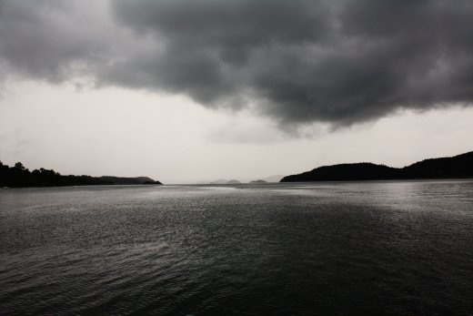 This is the view from my favorite beach ever, on Orust (Sweden). We stopped by on our way to a concert, and the rain was just about to come down, heavy! I just love the way you in the distance can see several other small islands.