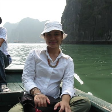 Before leaving the pier behind, to Perfume Pagoda. The back is Perfume River.