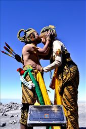 Wedding commemoration on the highest active volcano in Java, the Mount Semeru: by travenesia, Views[1298]