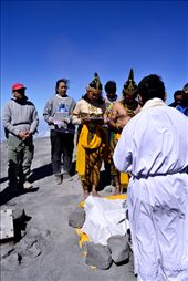 Blessing & Prayer to the wedding couple in top of Mount Semeru after long way : by travenesia, Views[592]