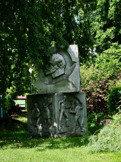 Another sculpture with Lenin