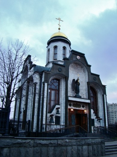 Small church at the metro station exit on my way to Gorky Park
