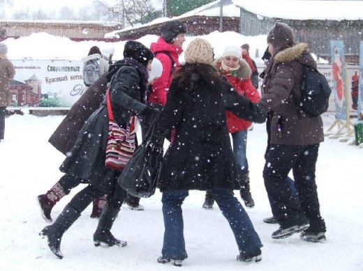 Us dancing in the snow at Suzdal
