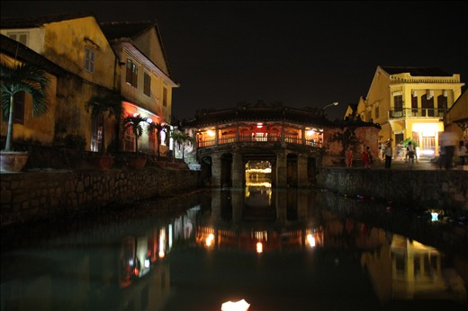 Breathtaking view of the Japanese Bridge by night
