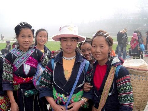 Black Hmong tribe women