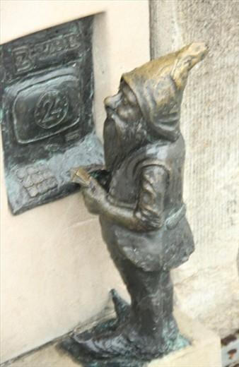 Bank dwarf at ATM, Old Town Wroclaw
