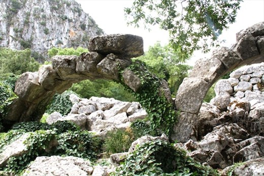 Roman arches survive the test of time, Termossos