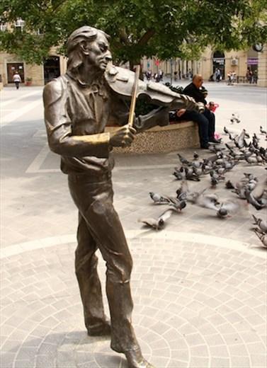 Street sculpture, Baku