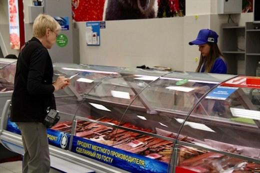 A taste of smoked salmon, please — Petropavlovsk market