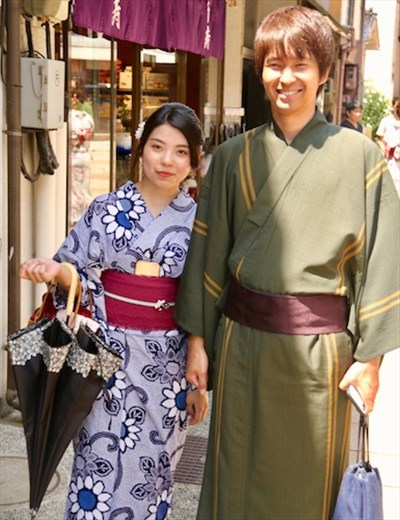 Newlyweds in traditional garb, Kanazawa