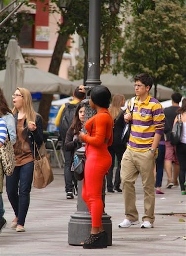 Ho de naranja, the orange whore, Gran Via, Madrid