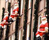 Santas, Christmas Market, Nuremburg: by vagabondstoo, Views[172]