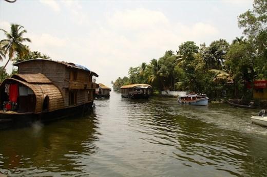 Houseboat trafficjam, Kerala Backwaters