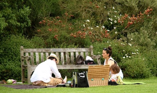 Family picnic, Kew Gardens
