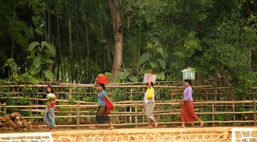Heading to the Inthein market, Inle Lake