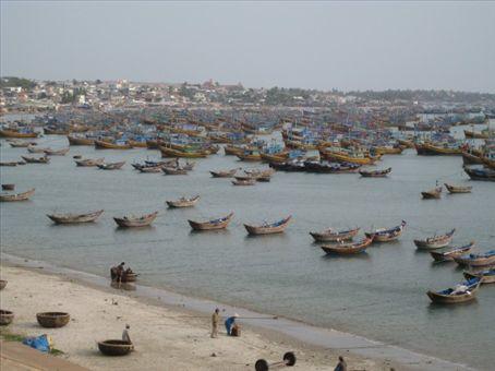 A few boats at Mui Ne
