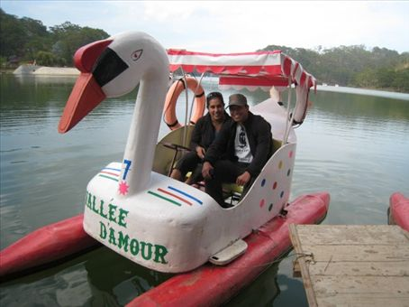 Us with big swan in the Valley of Loooove