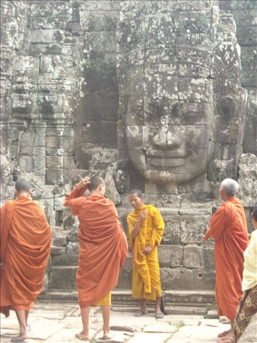 monks chilling at the bayon