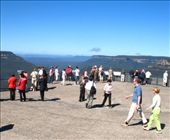 tourist mania looking over the Jamison Valley from Echo Point - right next to the cool i-site in Katoomba: by wanderyears, Views[561]