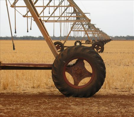 this automatic irrigator covers a 500 acre area