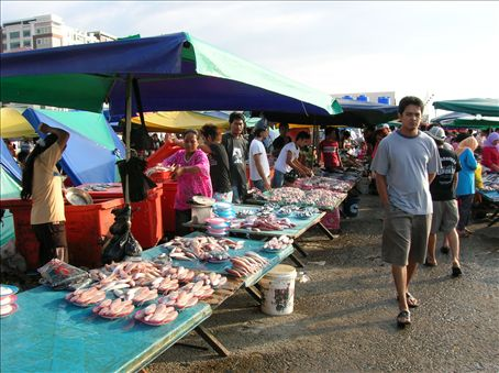 The Sunday Gaya Street Market.