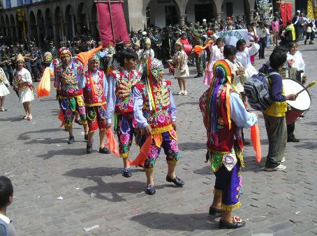 Dancers and drummers in Cuscos main square.