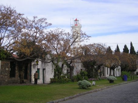 The plaza and lighthouse in Colonia.