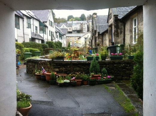 The streets of Kendal are full of small alleys and side-street passage-y things that lead off into pretty gardens owned by ugly people who glared at me.