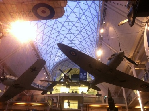 The War Memorial in Kennington, London. Piuu piuu ka-BOOM!