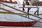 The Sunda Kelapa harbor (Jakarta) is almost unchanged over the centuries and the longshoremen unload the ships still by arms and hand trucks. The work is hard especially under the midday sun and the risk of accidents is always around the corner.: by workinindonesia, Views[594]