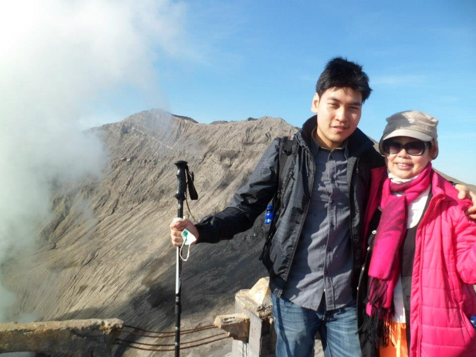 Stepping in the edge of Bromo after giving the best struggle. Win gave support to his mother for achieving the top of the crater. His mother was so exited when she could get into the top.