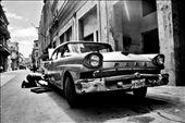 Man repair his  old car in the street of Havana: by zoltanbalogh, Views[992]