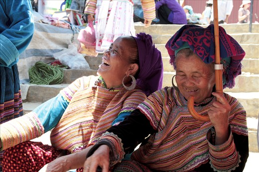 Since their Childhood, the Flower Hmong Ladies are walking long distances every Sunday to gather at the market for cultural and social exchange. The colorful traditional clothes tell about their origin of ethnicity, the smiles reveal about their kindness and joyful way of life.